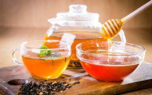 Чай с медом хорошо помогает при патологии