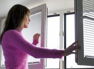 Для проффилактики пневмонии стоит ежедневно проветривать помещение