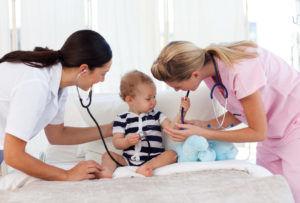 Лечение детей младше 3 лет проводиться в стационаре