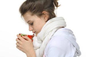 Обильное теплое питье при сильном кашле