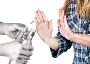Стоит отказаться от алкоголя и табакокурения в целях профилактики бронхита