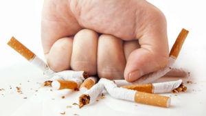Для избавления от кашля стоит отказаться от табакокурения