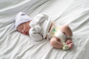 Одним из причин развития постнатальной пневмонии является рождение раньше срока