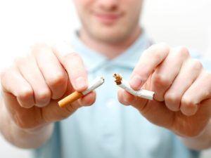 Для предотвращения заражения пневмонии стоит отказаться от курения