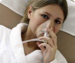 Кислородный ингалятор для облегчения дыхания при пневмонии