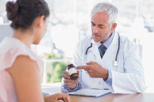 Медикаментозную терапию при бронхоэктазии назначает врач