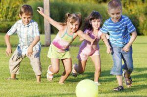 Не нужно разрешать малышу бегать и участвовать в играх