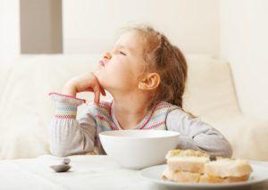 Отказ от принятия пищи является признаком скрытой пневмонии
