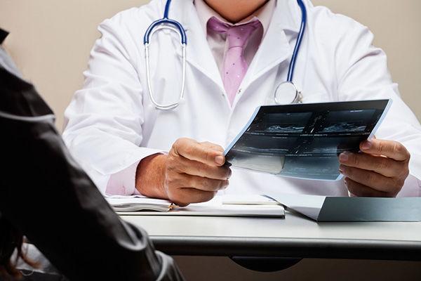 При наличии онкологических заболеваний вакцинация запрещена