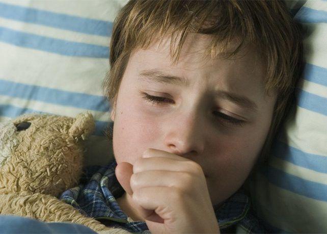 Приступами удушающего кашля