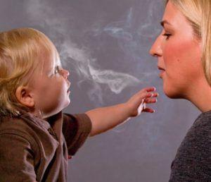 Пассивное курение является причиной першения в горле