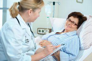 После операции врачи внимательно следят за состоянием больного