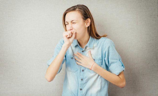 При появлении инородного тела появляется приступообразный кашель