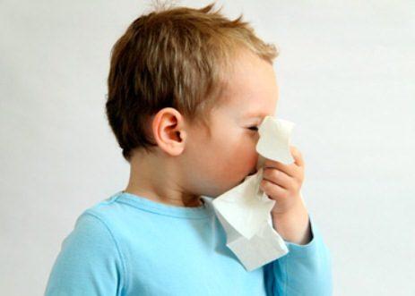 Из-за затрудненного вдыхания сильно втягиваются крылья носа