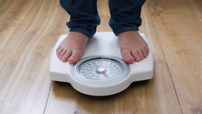 Подросток на весах