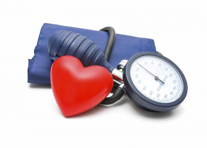 Значительное повышение или снижение артериального давления